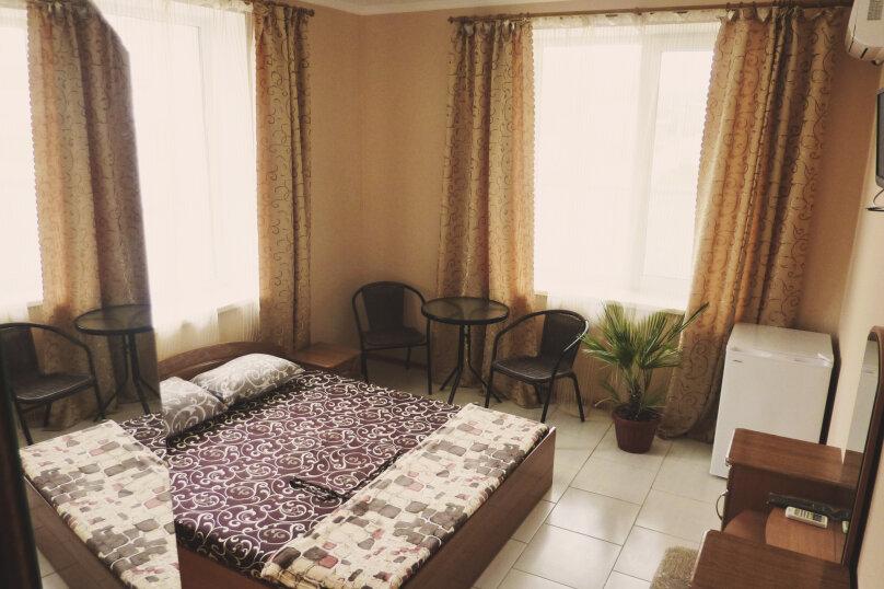 Двухместный номер с одной двуспальной или двумя односпальными кроватями , Таврическая, 17, Судак - Фотография 1
