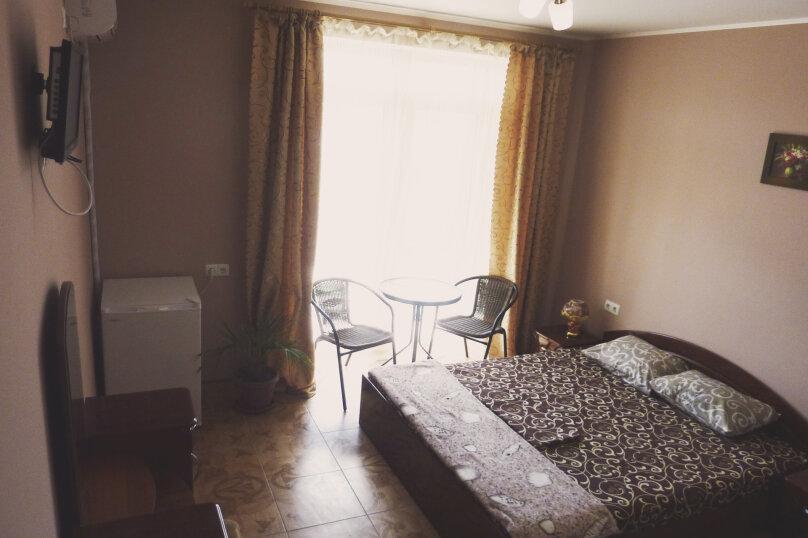 Трехместный номер с двухместной и одноместной кроватями, Таврическая, 17, Судак - Фотография 1