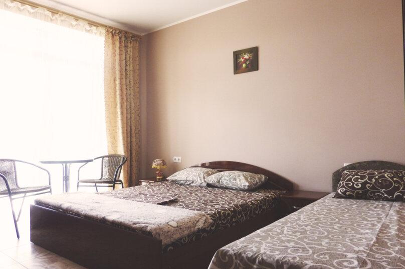 Трехместный номер с двухместной и одноместной кроватями, Таврическая, 17, Судак - Фотография 2
