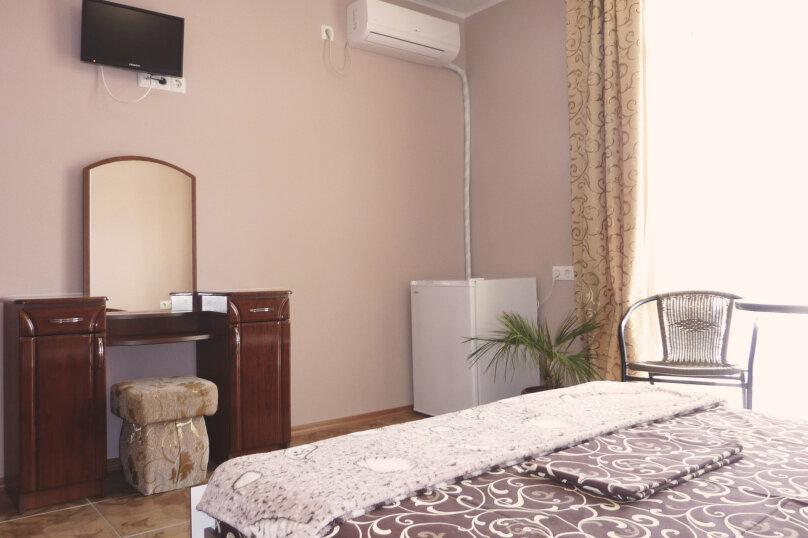 Трехместный номер с двухместной и одноместной кроватями, Таврическая, 17, Судак - Фотография 4