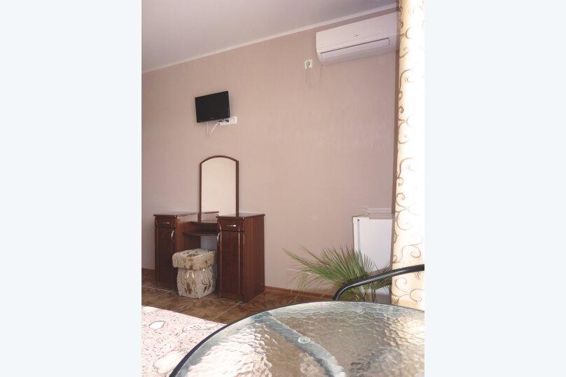 Трехместный номер с двухместной и одноместной кроватями, Таврическая, 17, Судак - Фотография 5