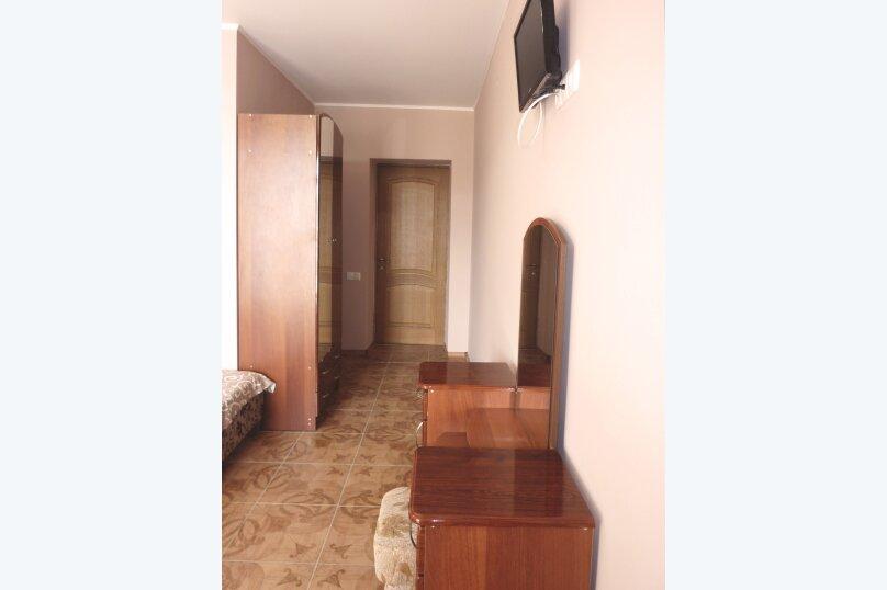 Трехместный номер с двухместной и одноместной кроватями, Таврическая, 17, Судак - Фотография 7
