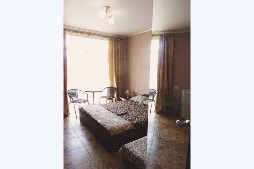 Трехместный номер с двухместной и одноместной кроватями, Таврическая, 17, Судак - Фотография 9