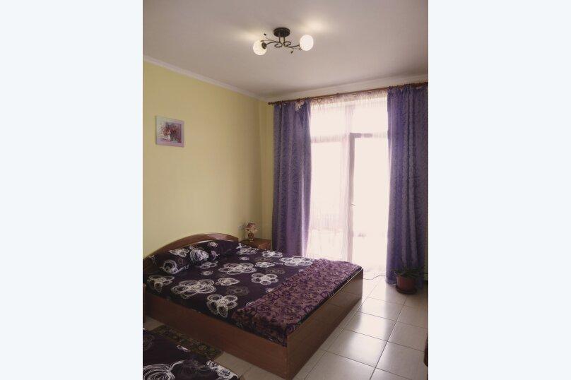 Трехместный номер с двухместной и одноместной кроватями, Таврическая, 17, Судак - Фотография 12