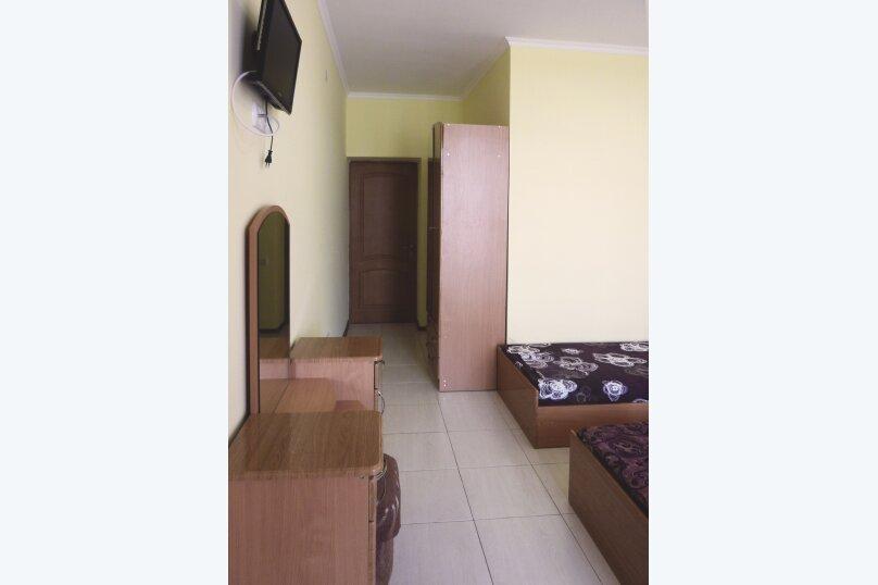Трехместный номер с двухместной и одноместной кроватями, Таврическая, 17, Судак - Фотография 14