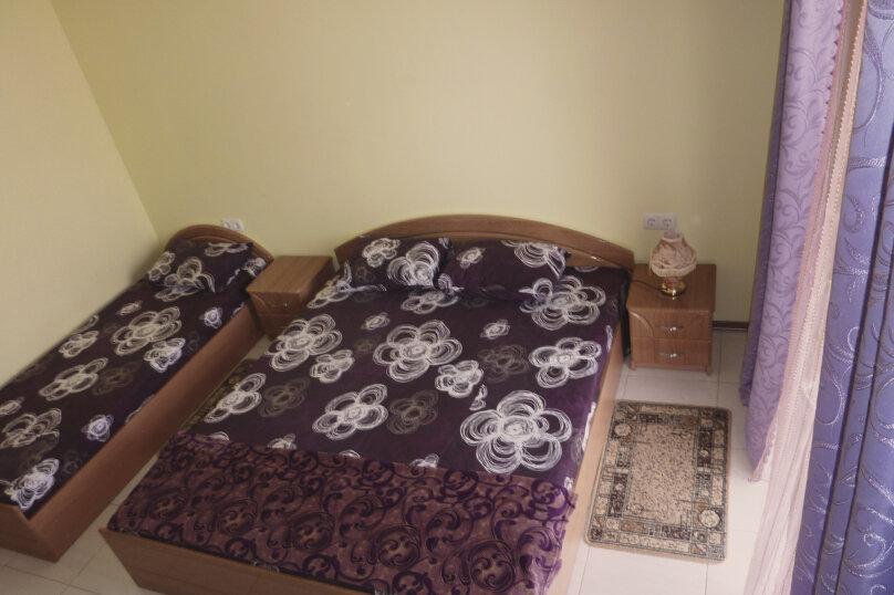 Трехместный номер с двухместной и одноместной кроватями, Таврическая, 17, Судак - Фотография 15