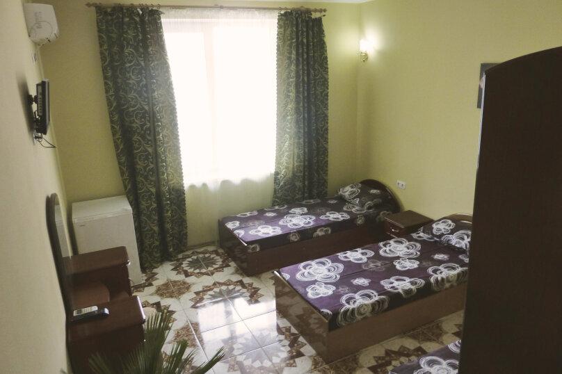 Трехместный номер с двухместной и одноместной кроватями, Таврическая, 17, Судак - Фотография 19