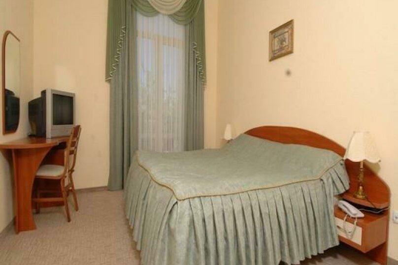 Стандартный двухместный номер с 1 кроватью или 2 отдельными кроватями и балконом , улица Десантников, 16, Коктебель - Фотография 1