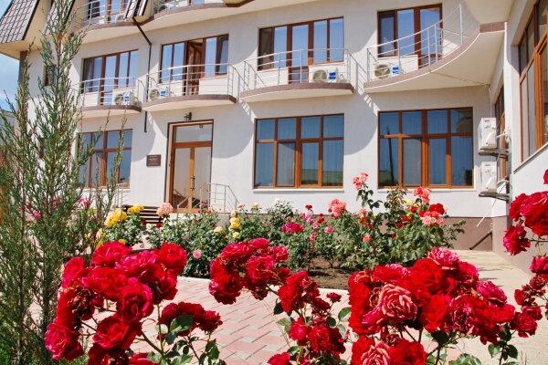 Мини-отель, улица Сырникова, 42 на 12 номеров - Фотография 1