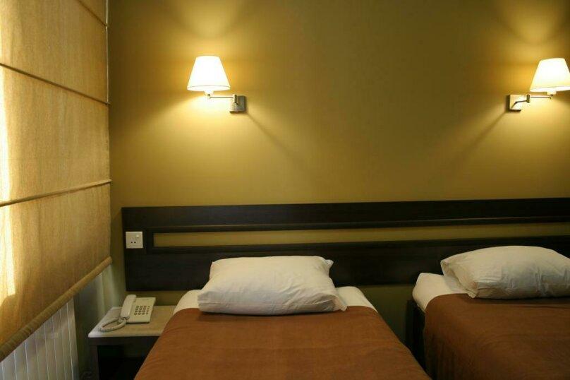 Двухместный номер с 2 отдельными кроватями и основными удобствами , улица Александра Казбеги, 4, Батуми - Фотография 1