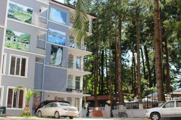 Hulus hotel в Батуми, Махинджаури Проспект Тамар Мепе, 20 на 62 номера - Фотография 1