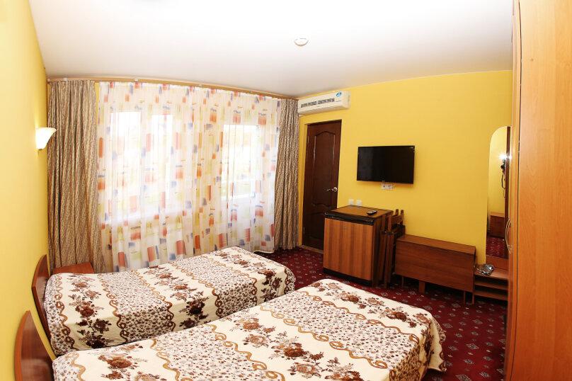 2х местный стандарт с балконом и раздельными кроватями, Революционная улица, 136А, Кабардинка - Фотография 1