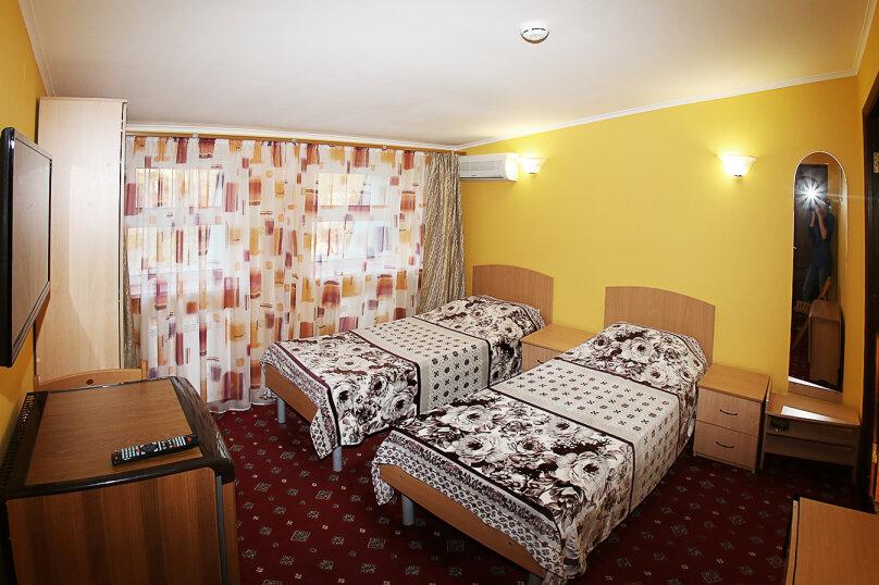 2-х местный номер без балкона с раздельными кроватями , Революционная улица, 136А, Кабардинка - Фотография 1