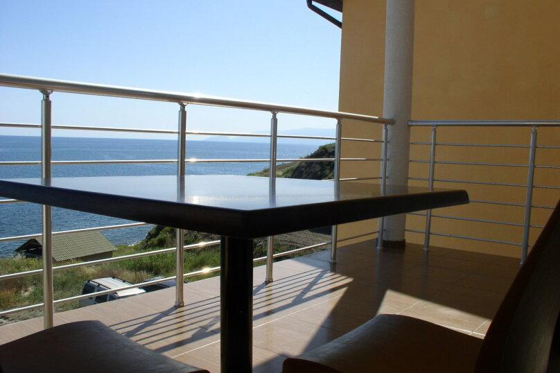 Номер с балконом. Вид на море № 5, Лазурный берег, 37, дом №6, Морское - Фотография 1