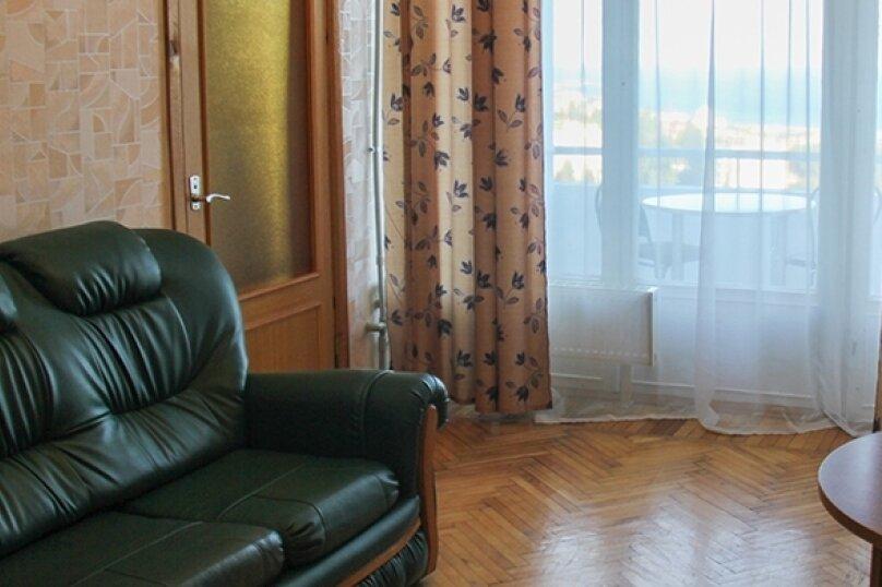 Семейный двухкомнатный, улица Кирова, 39, Ялта - Фотография 1