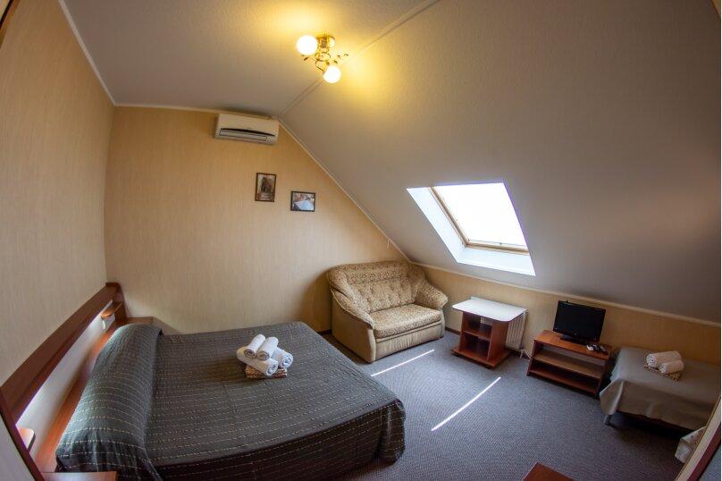 3-4 местный плюс диван, мансардный, с кухней, Пионерская улица, 33, Кабардинка - Фотография 1