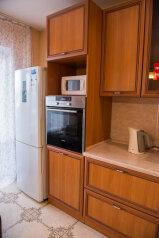 1-комн. квартира, 53 кв.м. на 4 человека, улица Дзержинского, 20, Иркутск - Фотография 3