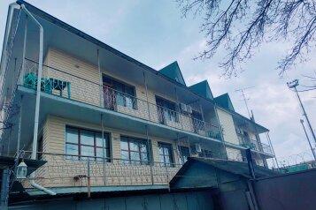 Гостиница, улица Дзержинского на 20 номеров - Фотография 1