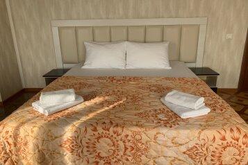 """Отель """"Мир"""", улица Калинина, 241 на 11 номеров - Фотография 1"""