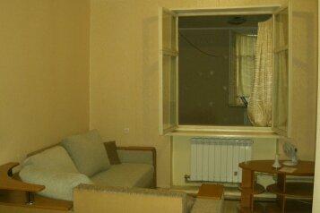 3-комн. квартира, 56 кв.м. на 3 человека, Л. Толстого, 6, Керчь - Фотография 1