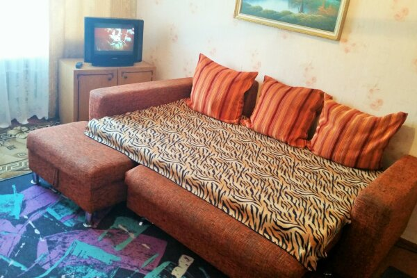 2-комн. квартира, 45 кв.м. на 5 человек, квартал Б, 14, Яровое - Фотография 1