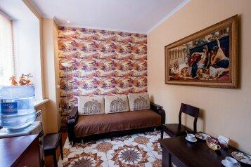 2-комн. квартира, 42 кв.м. на 4 человека, улица Челюскинцев, Центральный округ, Курск - Фотография 1