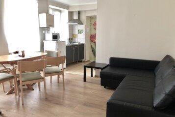 3-комн. квартира, 47 кв.м. на 6 человек, улица Декабристов, Санкт-Петербург - Фотография 1