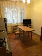 Апартаменты с отдельным входом, улица Куйбышева, 14 на 3 номера - Фотография 1