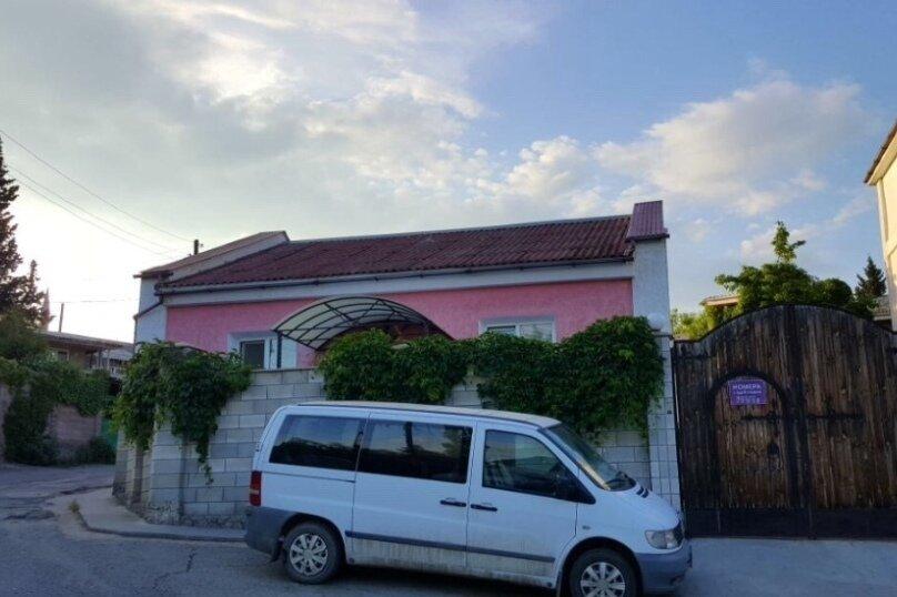 """Гостевой дом """"На Комсомольской 6"""", Комсомольская улица, 6 на 4 комнаты - Фотография 1"""