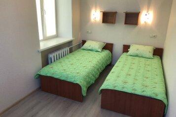2-комн. квартира, 45 кв.м. на 5 человек, Мира, 6, Кировск - Фотография 1