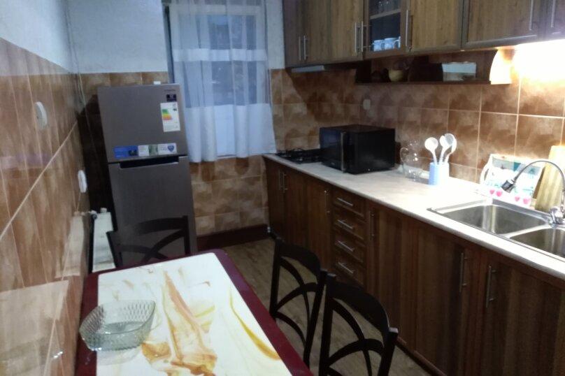 3-комн. квартира, 60 кв.м. на 6 человек, улица Шерифа Химшиашвили, 17, Батуми - Фотография 12