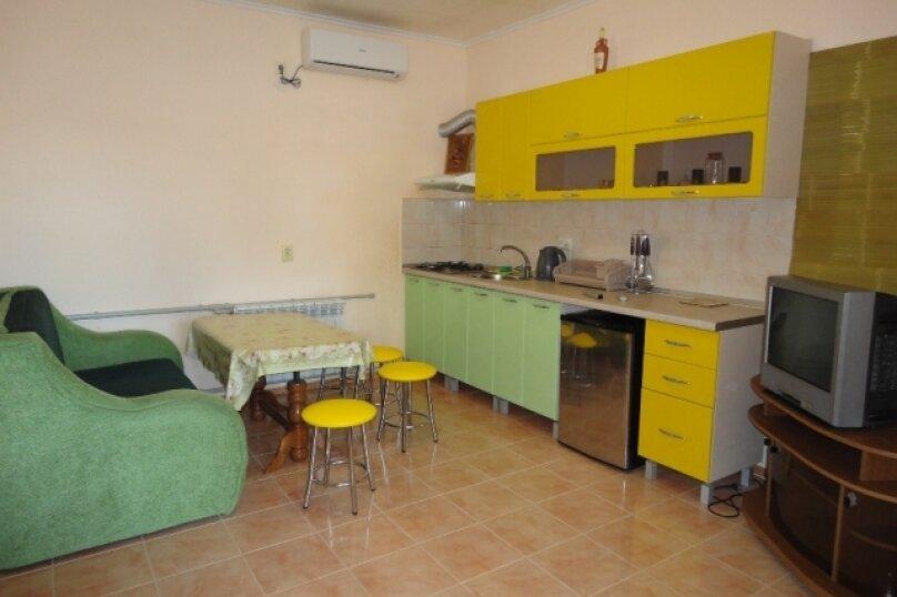 Двухкомнатный номер со всеми удобствами и кухней на 4-6 чел., улица Гуль-Тепе, 10, Судак - Фотография 3