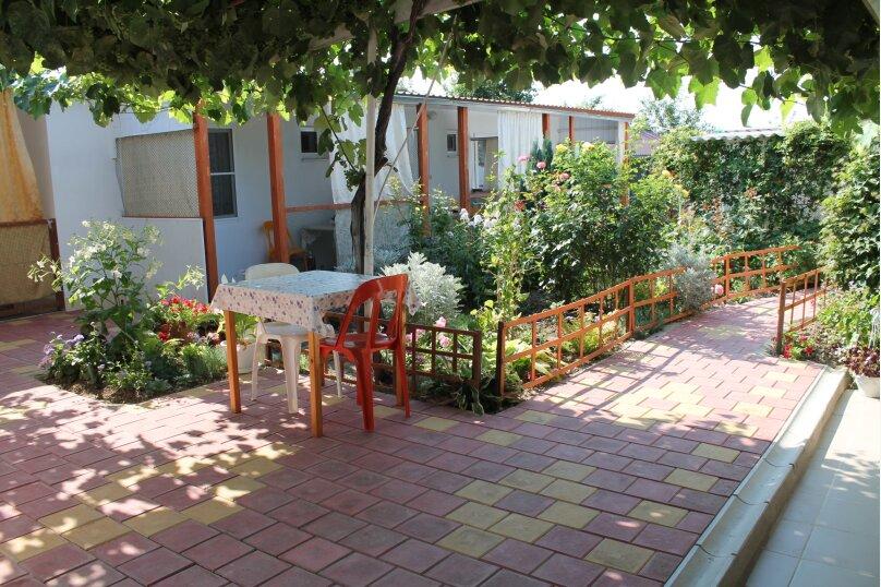 Гостевой дом Черномор, Черноморская улица, 123 на 8 комнат - Фотография 2