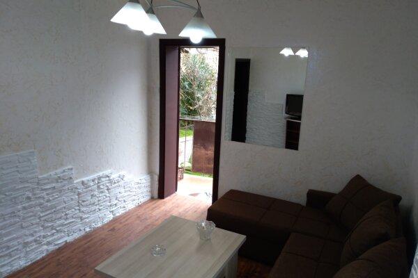 3-комн. квартира, 60 кв.м. на 6 человек, улица Шерифа Химшиашвили, 17, Батуми - Фотография 1