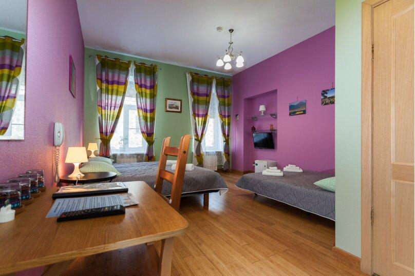 Четырёхместная комната, улица Моховая, 39, метро Гостиный Двор, Санкт-Петербург - Фотография 1