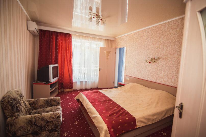 """Двух комнатный7, мкрн """"Волна"""" восточная набережная, 4А, Алушта - Фотография 1"""