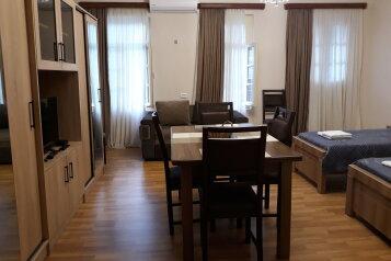 2-комн. квартира, 64 кв.м. на 6 человек, Винный подъём, Тбилиси - Фотография 2