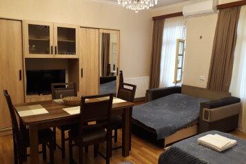 2-комн. квартира, 64 кв.м. на 6 человек, Винный подъём, Тбилиси - Фотография 3