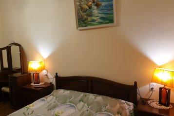 2-комн. квартира, 70 кв.м. на 4 человека, чехова, Ялта - Фотография 1