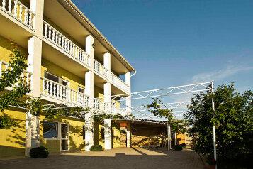 Дом, 250 кв.м. на 14 человек, 5 спален, Пилот, Севастополь - Фотография 1
