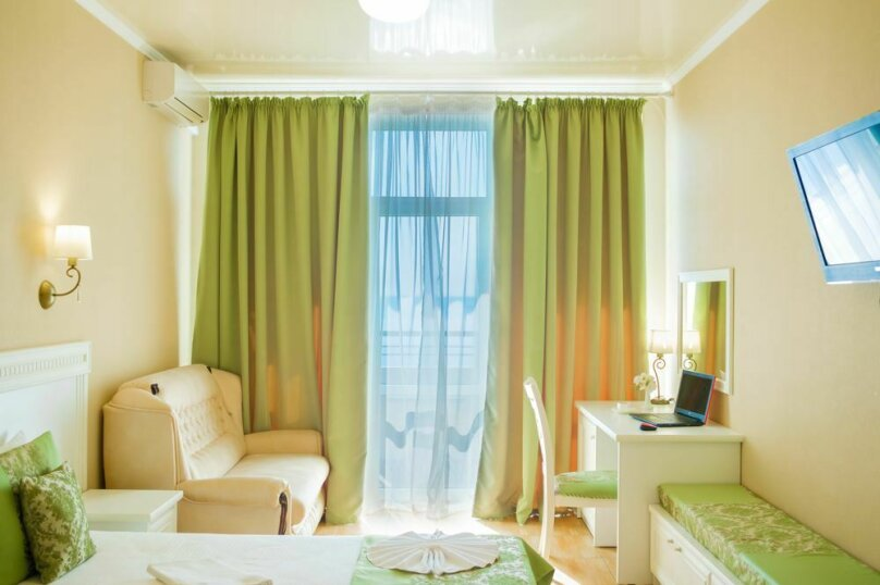 Семейный люкс с видом на море 32 кв.м., Черноморская набережная, 36В, Феодосия - Фотография 1