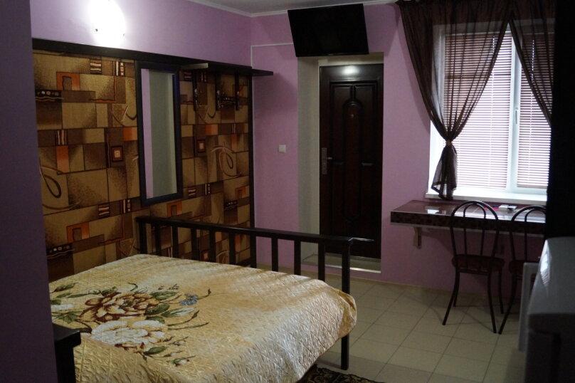 Отдельная комната, улица Сергея Романа, 9, Ейск - Фотография 1