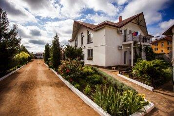 Гостевой дом в Заозерном, улица Аллея Дружбы, 136 на 8 номеров - Фотография 1
