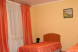 Двухместный однокомнатный номер со всеми удобствами с двумя односпальными кроватями:  Номер, Стандарт, 3-местный (2 основных + 1 доп), 1-комнатный - Фотография 8