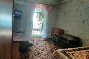 2-комн. квартира, 35 кв.м. на 5 человек, улица Революции, 39, Евпатория - Фотография 1