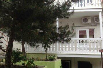 """Гостевой дом """"На Бирюзова 38"""", улица Бирюзова, 38 на 9 комнат - Фотография 1"""