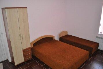 Дом, 120 кв.м. на 10 человек, 3 спальни, улица Шакир Селим, 8, Судак - Фотография 2