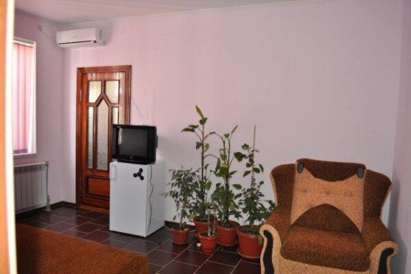 Дом, 120 кв.м. на 10 человек, 3 спальни