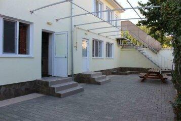 """Гостевой дом """"На Суворова 13"""", улица Суворова, 13 на 4 комнаты - Фотография 1"""
