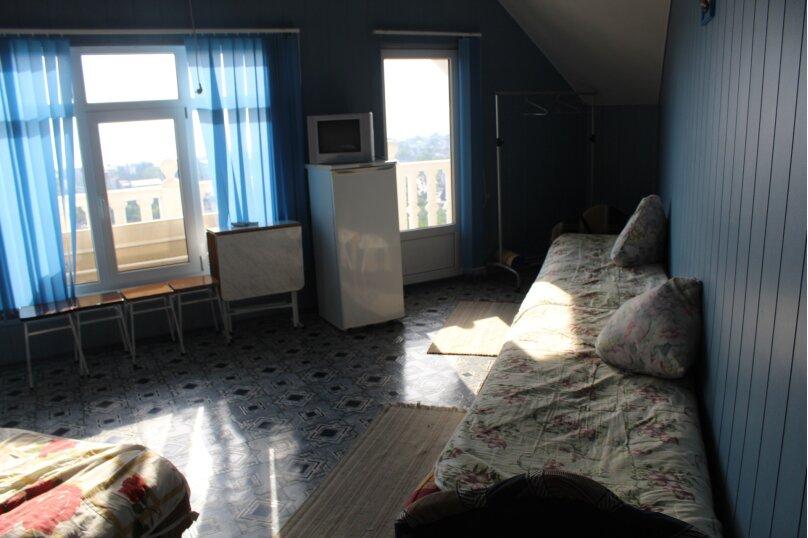 Четырехместный номер с балконом, улица Моряков, 5Б, Лазаревское - Фотография 1